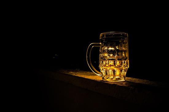 Alkohol a posilování. Patří k sobě?