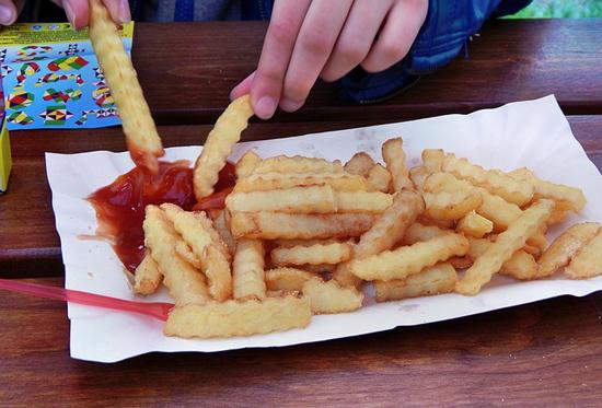 Proč není dobré jíst ve fastfoodech? Důvody jsou jasné.
