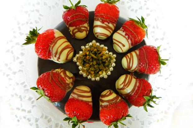 Čokoládovo-ovocné kytice a dorty, originální dárek pro každého