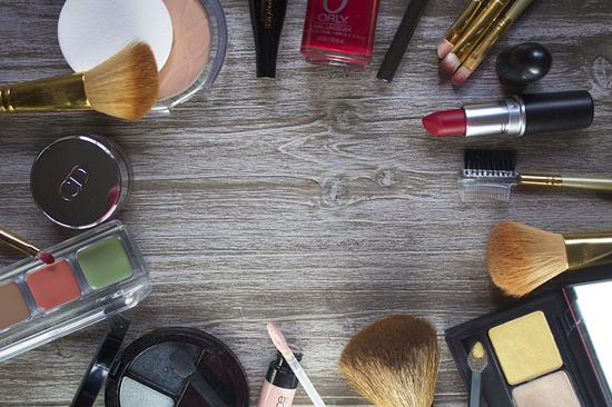 Jak a kde nakupovat kosmetiku na internetu? Mrkněte na naše tipy a triky.