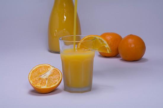 Pomerančové džusy jsou zdravé, ale dávejte pozor na obsah cukru