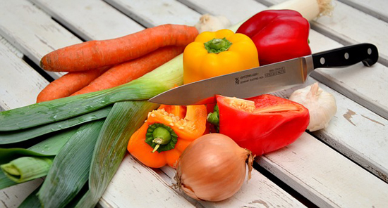 Vařit či nevařit zeleninu? Vsaďte na syrovou stravu.
