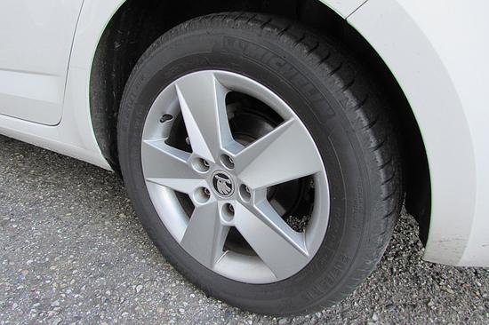 Nákup pneumatik přes internet nemusí být problém ani pro ženu
