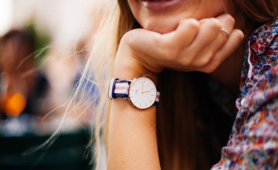 Stylové hodinky jsou vhodné pro muže i ženy