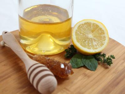 Medová medicína s citronem, meduňkou a zázvorem