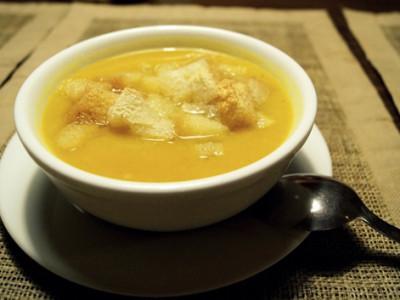 Chlebová polévka za pár korun