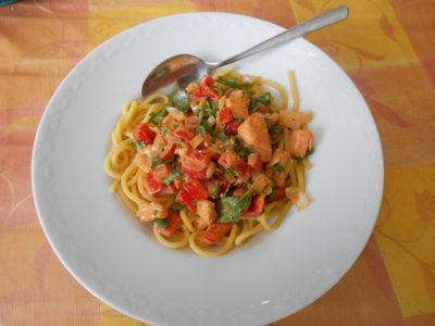 Bezlepkové špagety se smetanovou omáčkou a lososem